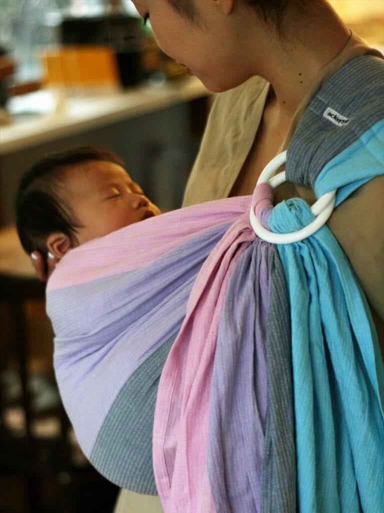 あっきースリングでネンネする赤ちゃん
