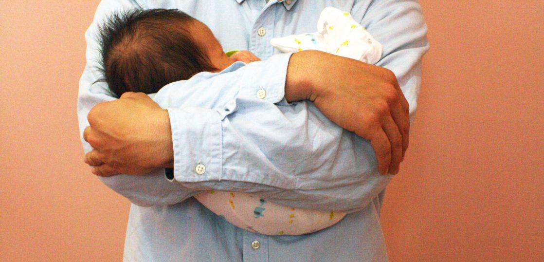 赤ちゃんが落ち着くまんまる抱っこ