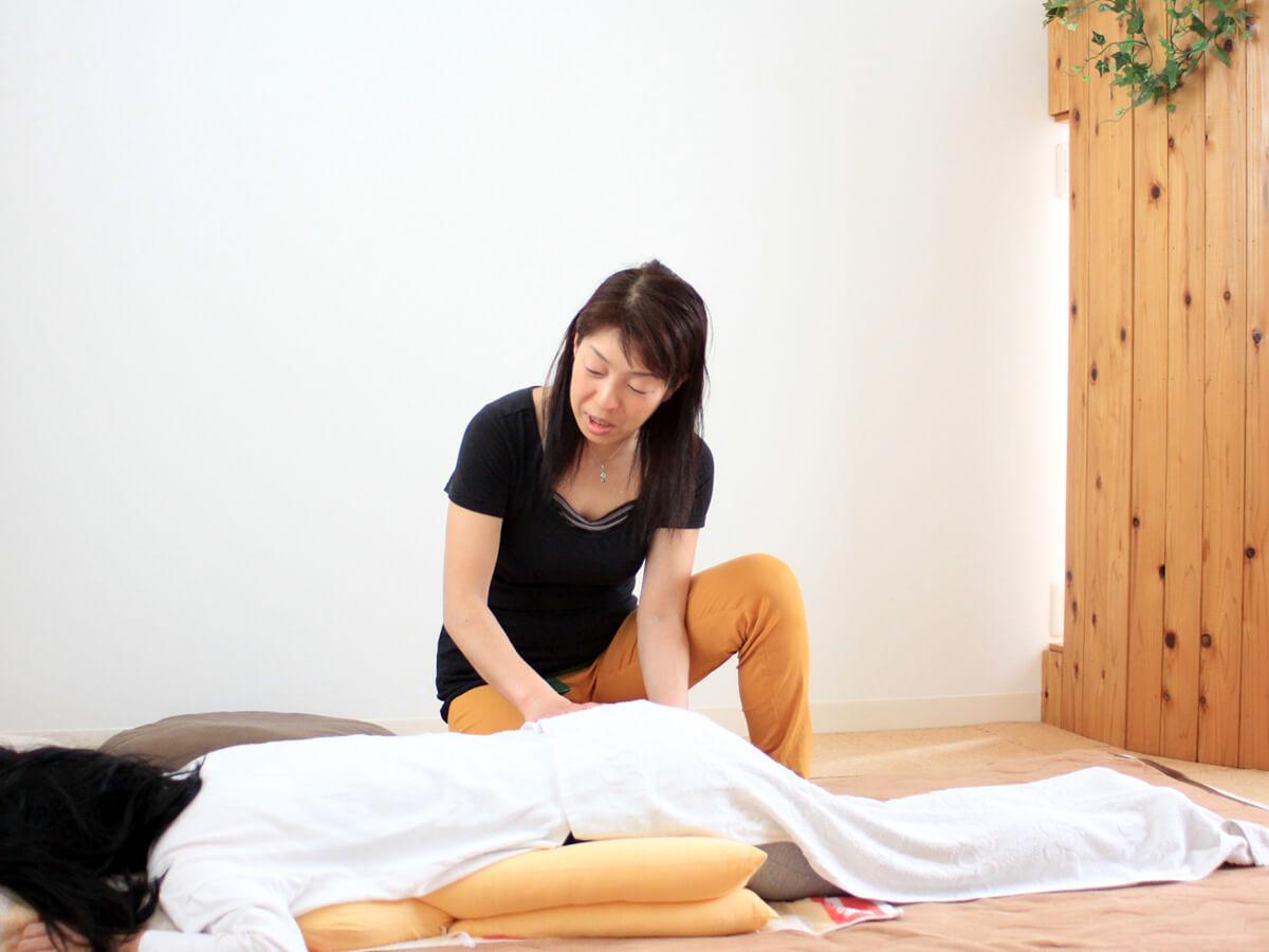 助産師さんによる妊婦さんの骨盤ケア