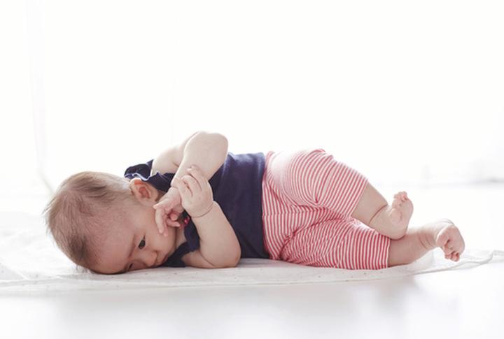 赤ちゃん 寝返り いつ 赤ちゃんの「寝返り」や「寝返り返り」はいつから?