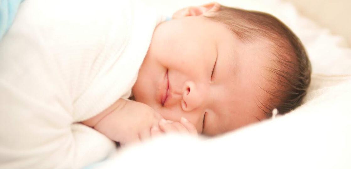 ベビーふとんSuGuNeでスヤスヤ寝る赤ちゃん