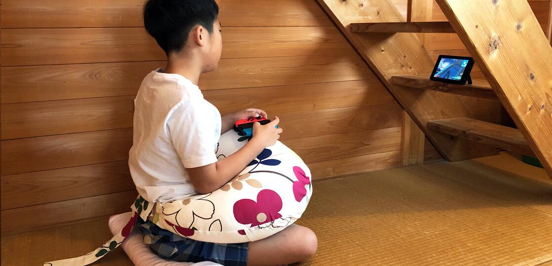 ゲームをするときに授乳クッション