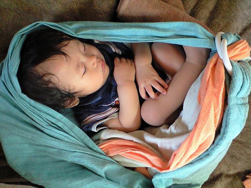 寝姿勢は抱っこもスリングもお布団も一緒が気持ちいい。